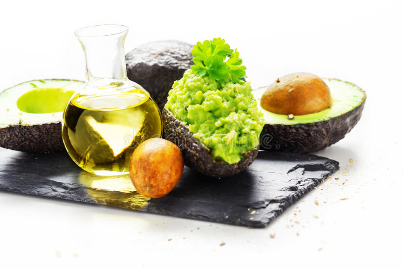 Gevulde avocado, olie stock foto