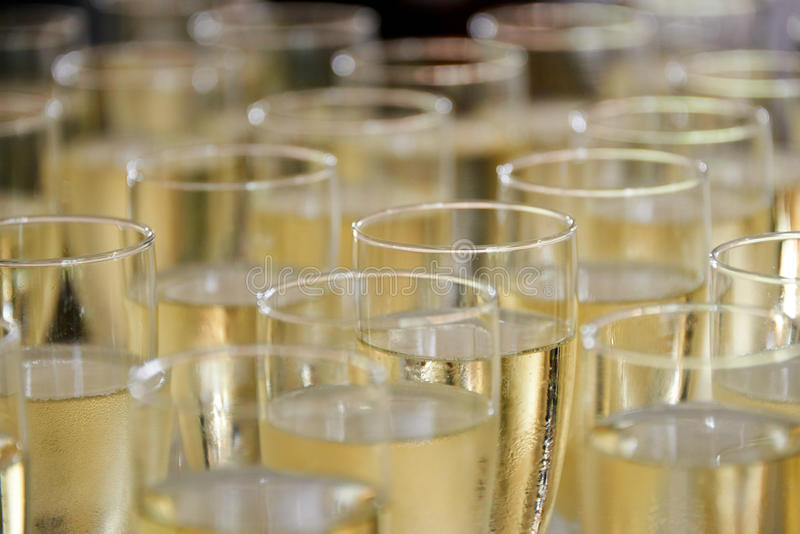 Gevulde champagneglazen royalty-vrije stock foto's