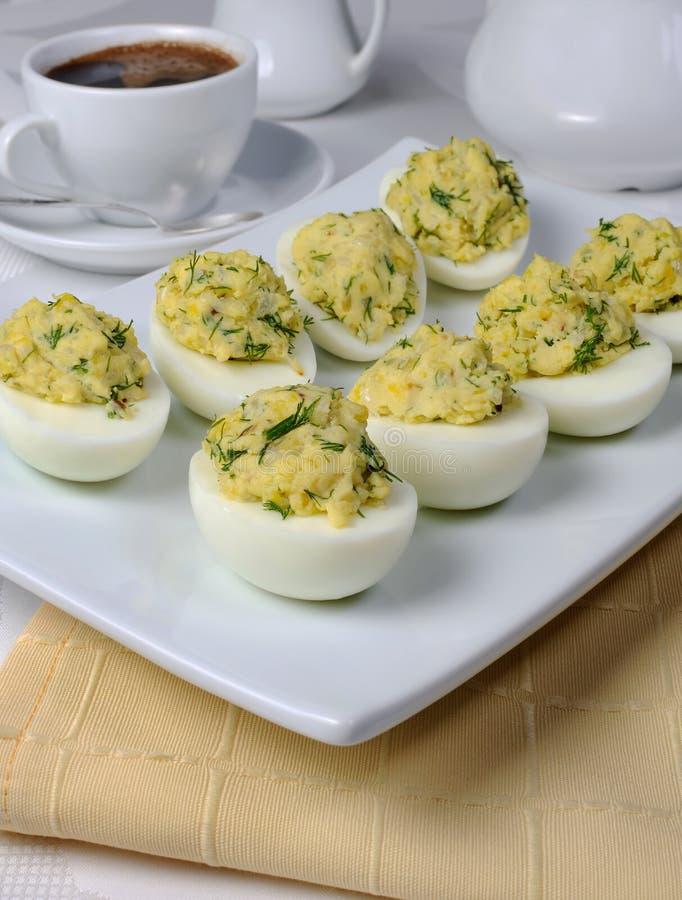 Gevulde eieren met kruiden royalty-vrije stock foto