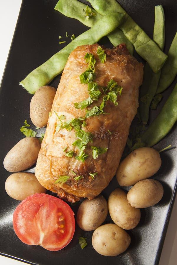 Gevulde kip met aardappel stock foto's