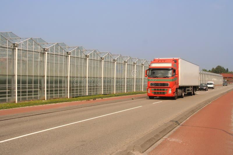 Gewächshäuser und LKW lizenzfreie stockfotos
