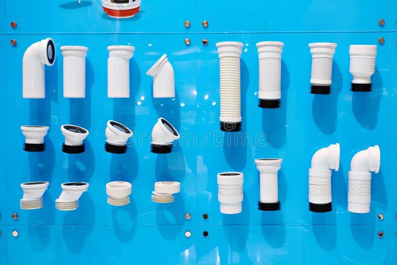 Gewölbte Plastikabwasserrohre stockbilder