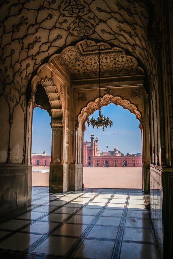 Gewölbter Moscheen-Innenraum lizenzfreies stockbild
