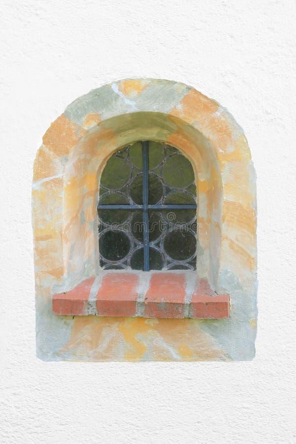 Gewölbtes Fenster mit Marmorrahmen stockfoto