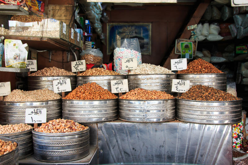 Gewürze für Verkauf im im Stadtzentrum gelegenen Markt von Amman in Jordanien stockfoto