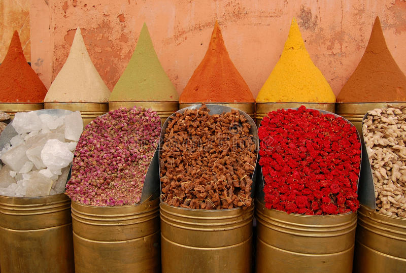 Gewürze für Verkauf im marokkanischen Markt lizenzfreies stockbild
