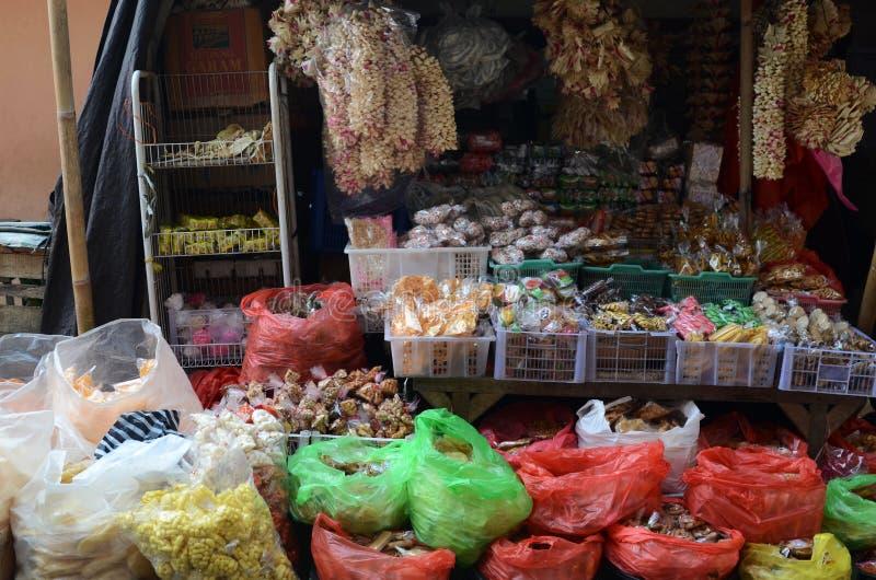 Gewürze und getrocknete Nahrungsmittel für Verkauf am lokalen Markt in Bali, Indonesien stockbilder