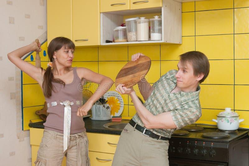 Gewalttätigkeit in einer Familie stockbild