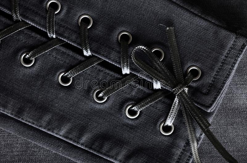 Gewaschenes schwarzes Denim, Spitze-obendetails Jeans Hintergrund, Beschaffenheit stockfotografie