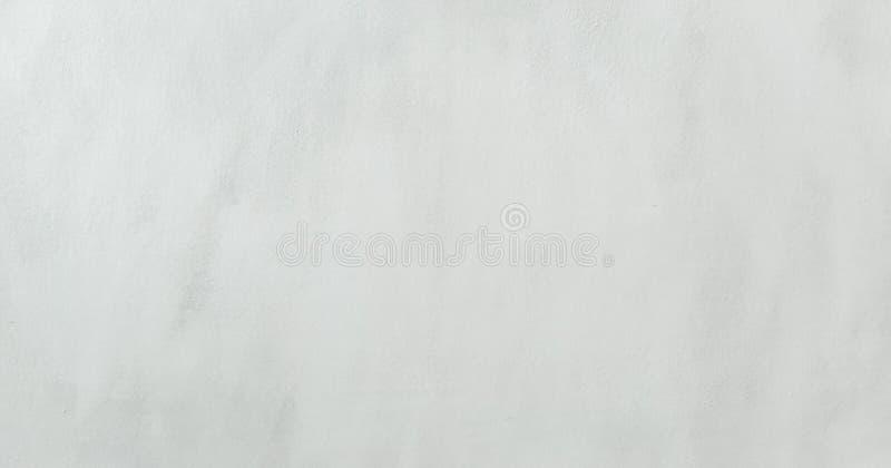 Gewassen het wit schilderde geweven abstracte achtergrond met borstelslagen in grijze en zwarte schaduwen royalty-vrije stock foto's