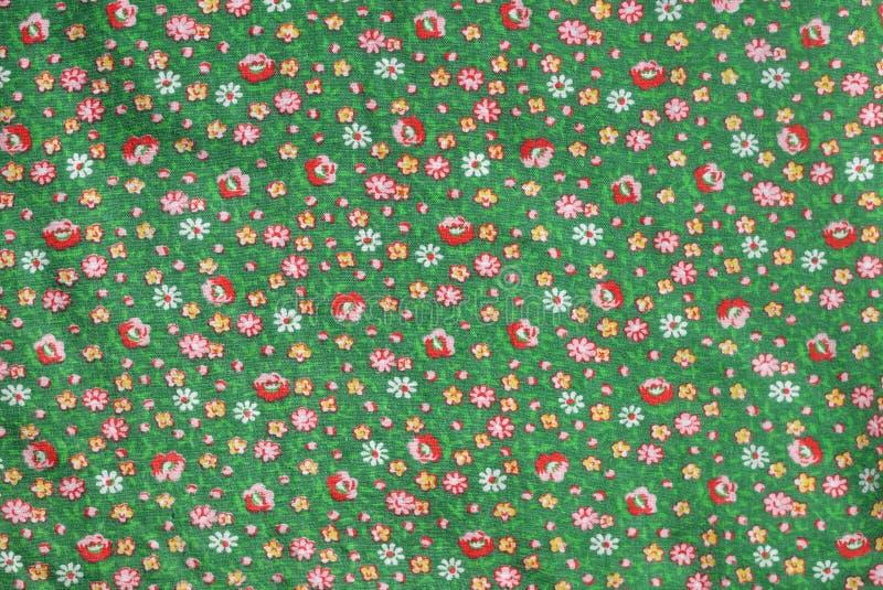 Gewebesechziger jahre Baumwollsmaragdgrün der Weinlese wirkliche mit roten Rosen und gelbem Blumenmuster stockbild