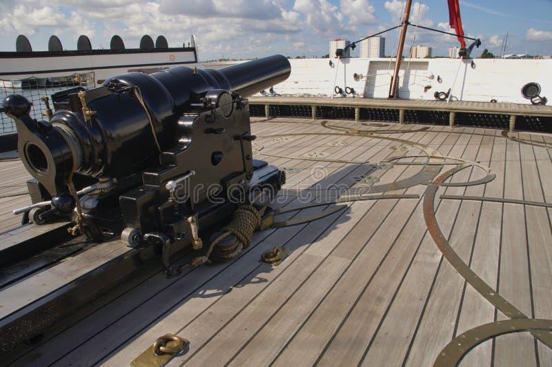 Gewehr auf HMS-Kriegers-Portsmouth-Docks lizenzfreie stockfotos
