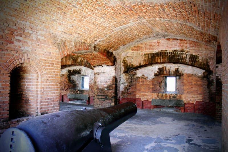 Gewehr-Kanone im Bunker stockfoto
