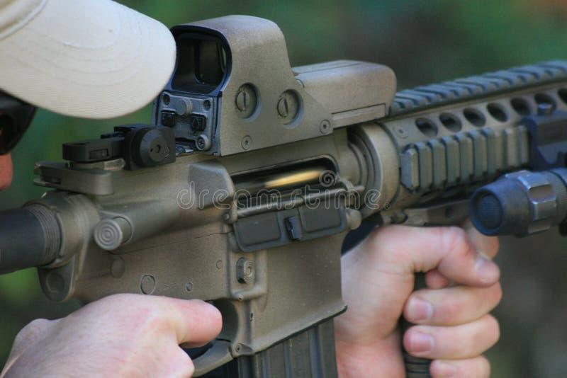 Gewehrkugel im Raum des Gewehrs lizenzfreies stockfoto