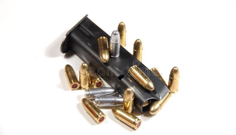 Gewehrkugeln und Zeitschrift stockfoto
