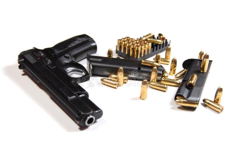 Gewehrkugeln und Zeitschriften lizenzfreie stockfotografie