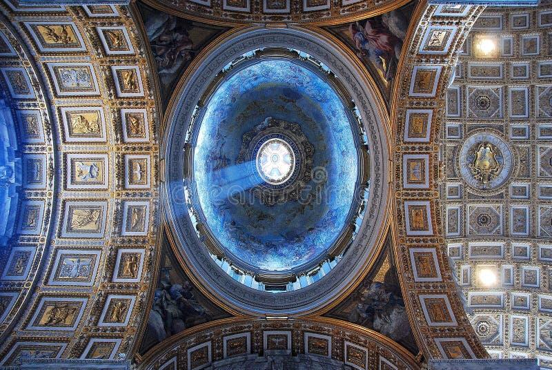 Gewelfd Vatplafond van St Peter ` s Basiliek royalty-vrije stock foto's