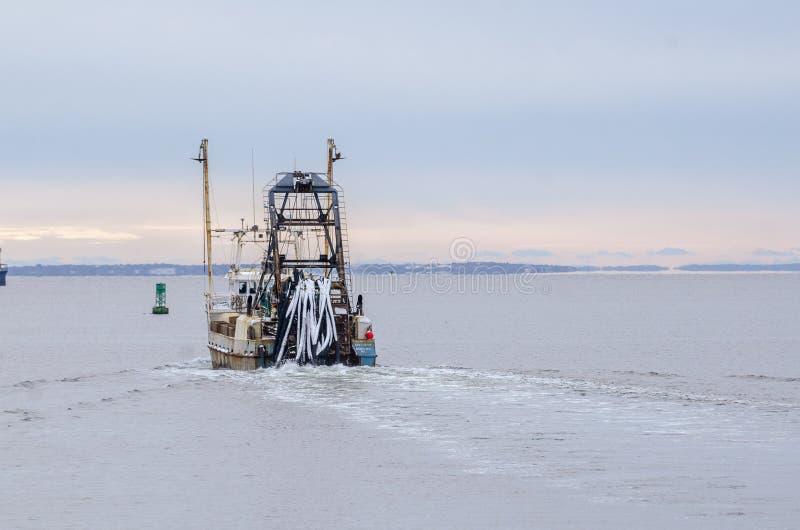 Gewerbliches Fischerboot Starlight in Richtung Buzzards Bay stockfotografie