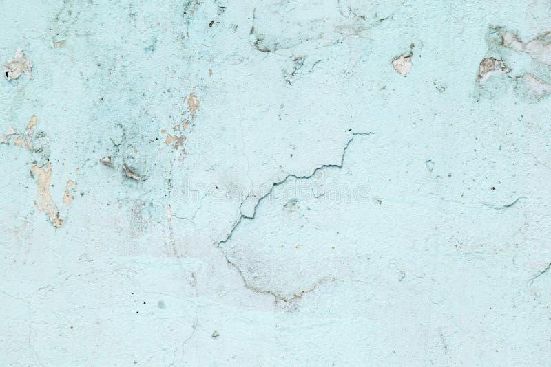 Geweven Achtergrond Gebarsten concrete oude muur Lichtblauwe verfvlokken op oude ruwe concrete oppervlakte royalty-vrije illustratie