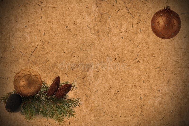 Geweven oude grungedocument achtergrond met denneappels, naald stock afbeeldingen