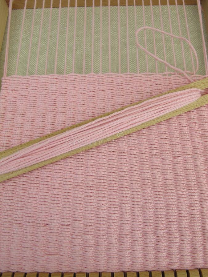 Geweven in wevend weefgetouw stock fotografie