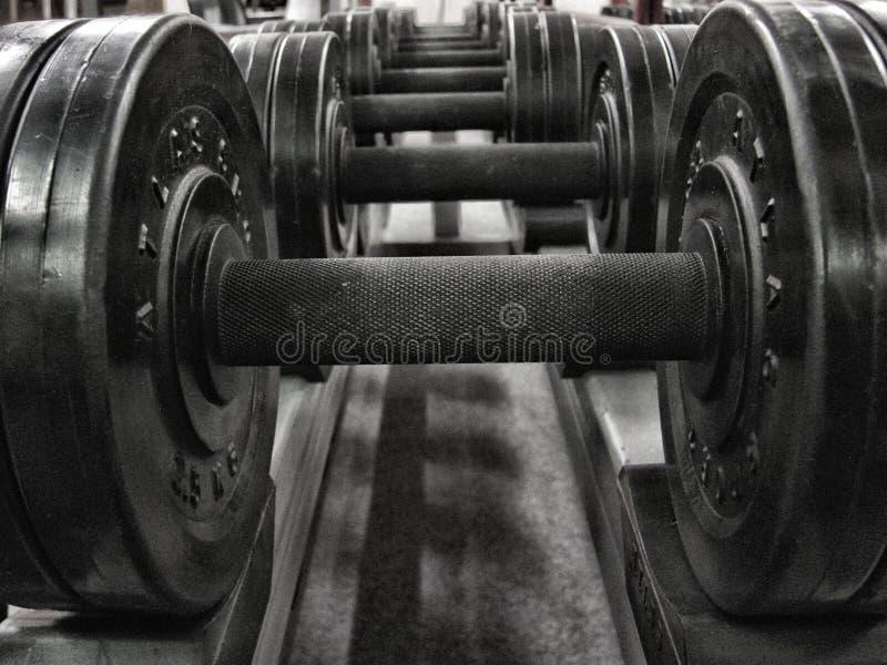 Gewichte in einem Eignungsstudio, hdr lizenzfreie stockfotografie