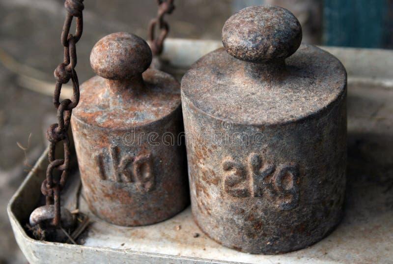 Gewichte für Skalen lizenzfreies stockfoto