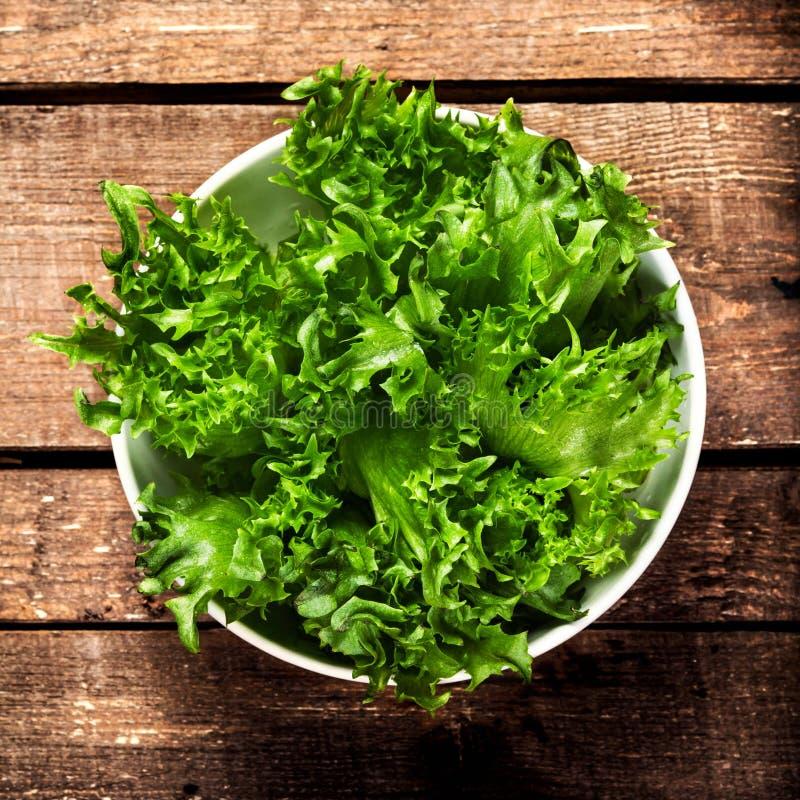Gewichtsverlust-Salat über hölzernem Hintergrund Diät-Lebensmittel und gesundes lizenzfreie stockbilder