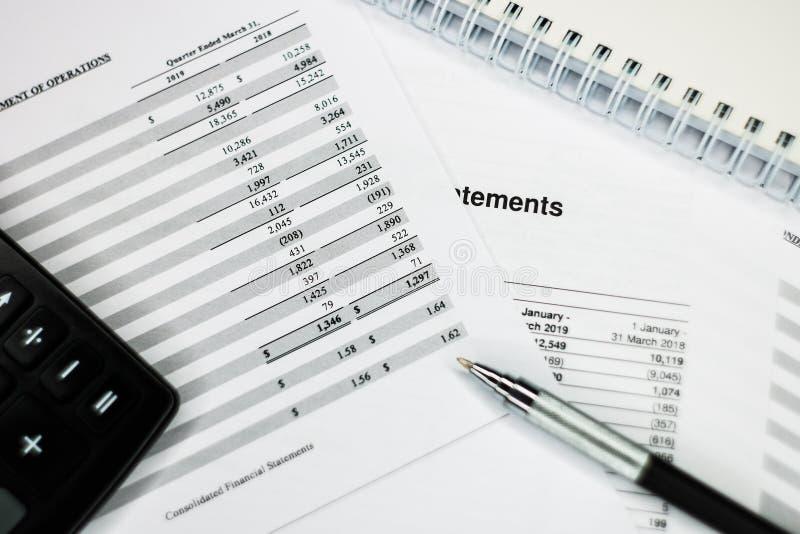 Gewinn- und Verlustrechnung mit Detailliste, Bilanzauffassung für Kleinbetrieb lizenzfreie stockfotografie