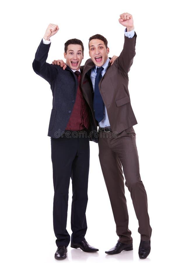 Gewinnen mit zwei Geschäftsleuten stockfotografie