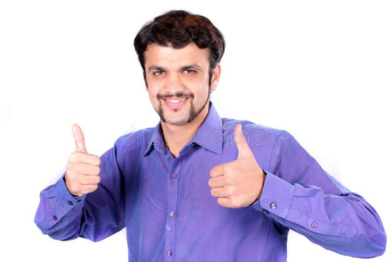 Gewinnender indischer Mann lizenzfreies stockbild