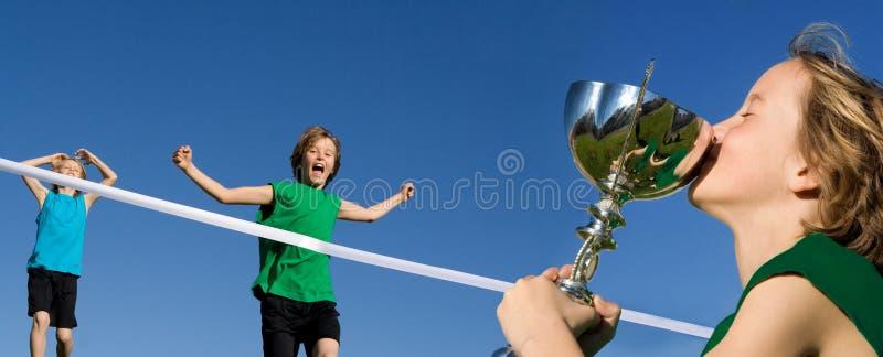 Gewinnendes Sportrennen Des Kindes Lizenzfreie Stockfotos