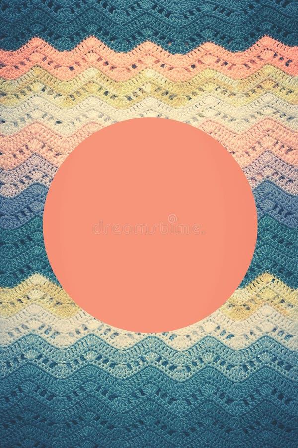 Gewirktes mehrfarbiges Baumwollsegeltuch Runder rosa Rahmen für Text stockfotografie