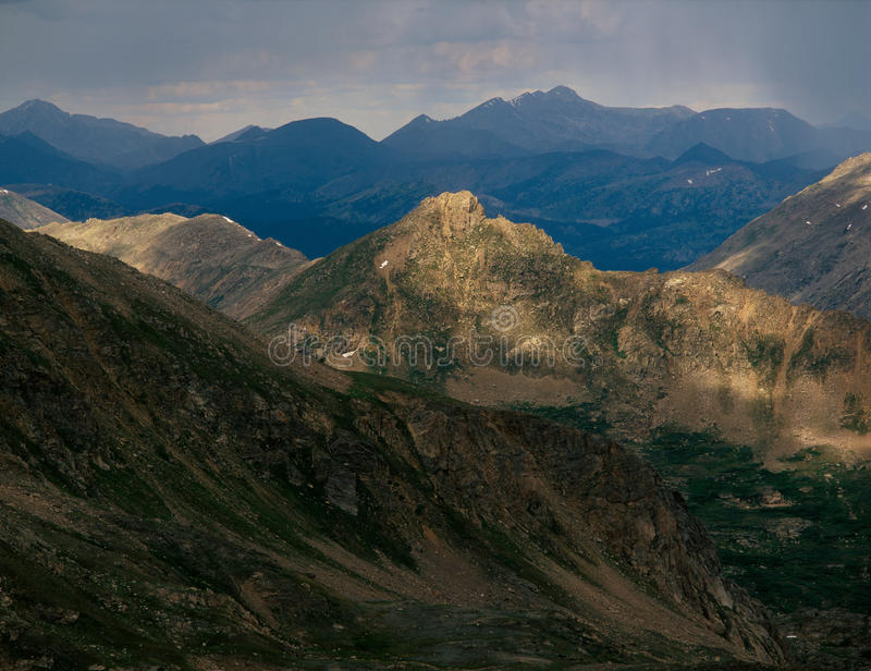 Gewitter in der Berg-enormen Wildnis, von der Gipfel-PFspitze 13500, Colorado lizenzfreie stockfotografie