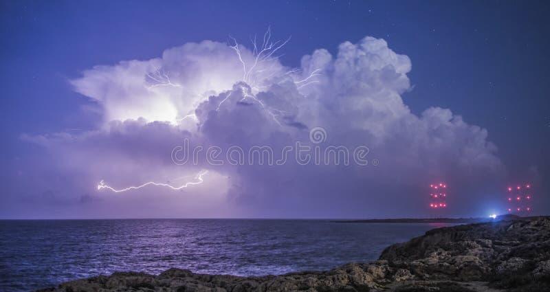 Gewitter von Cavo Greco lizenzfreies stockfoto