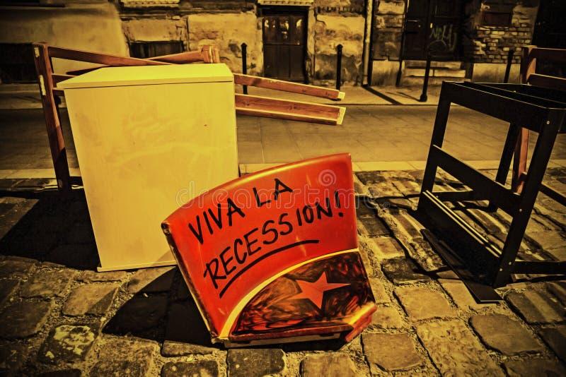 Geworpen uit zetel met de recessie van vivala het schrijven stock foto's