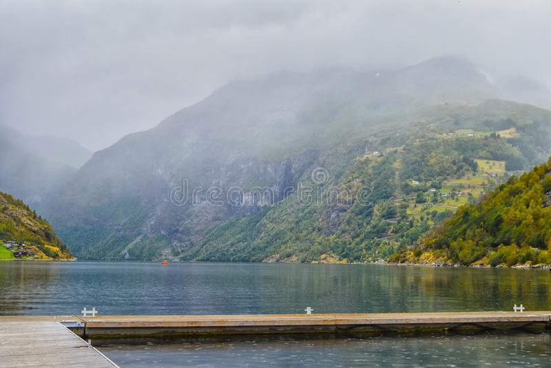 Geyranger海湾的看法在雨中 免版税库存图片