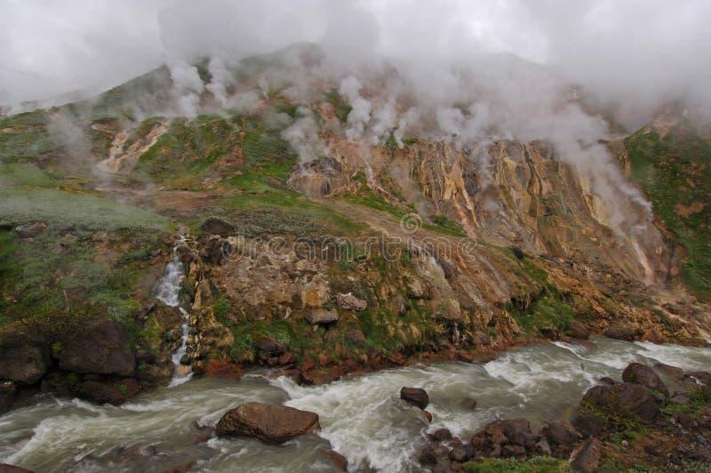 Geyser au fleuve photographie stock libre de droits