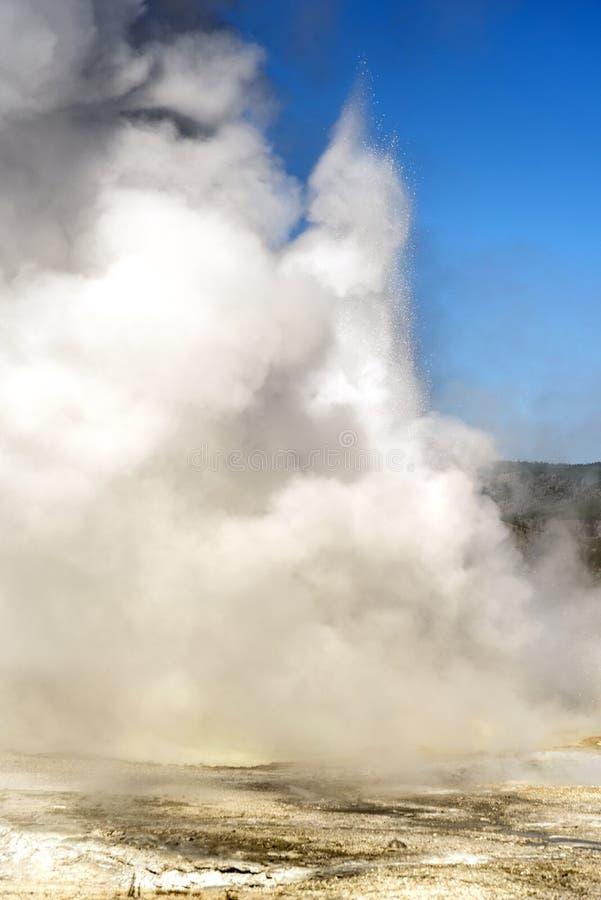 Geyser au parc national de Yellowstone de pot de peinture de fontaine images stock