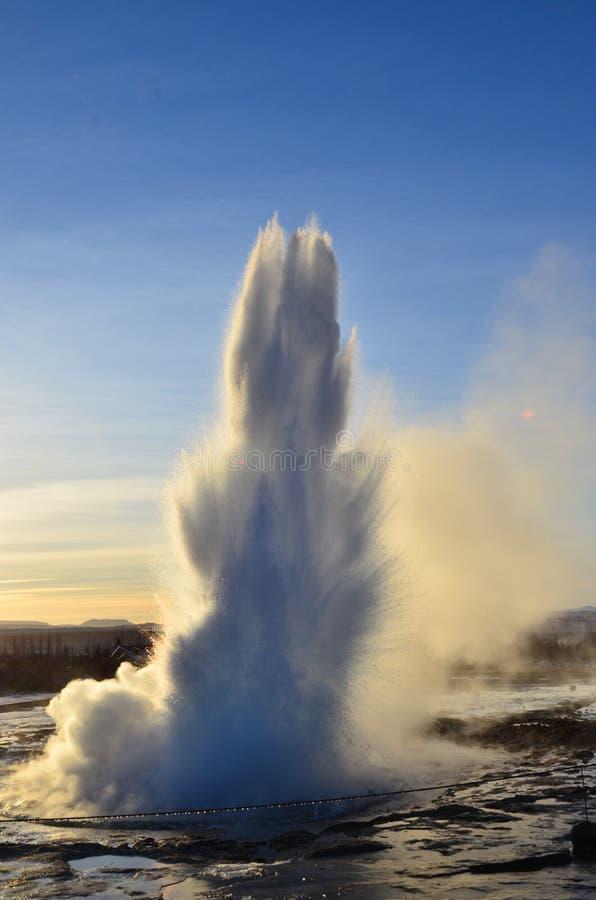 Geyser de Strokkur en Islande photo libre de droits