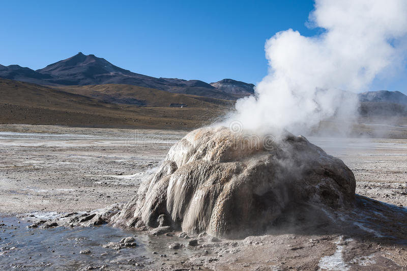 Geyser en vallée d'EL Tatio - Chili photographie stock