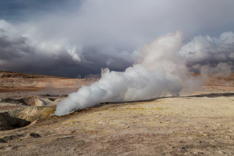 Geyser i Altiplano, Bolivia royaltyfri fotografi