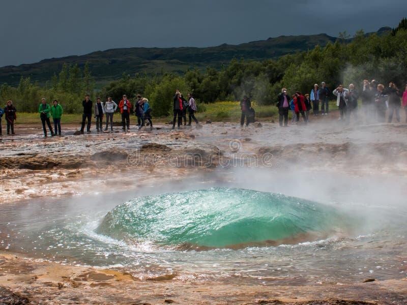 geyser in Islanda, nel cerchio di oro fotografie stock libere da diritti