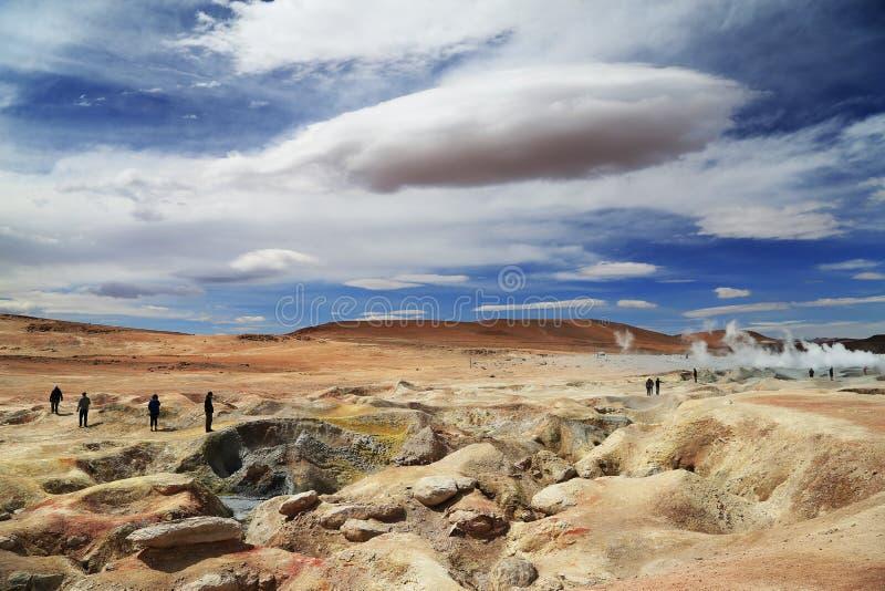 Geysers volcaniques avec le nuage étrange image stock