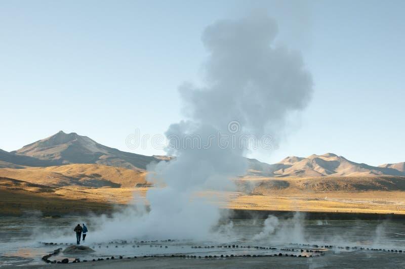 Geysir-Feld EL Tatio an der Dämmerung - Chile stockfotos