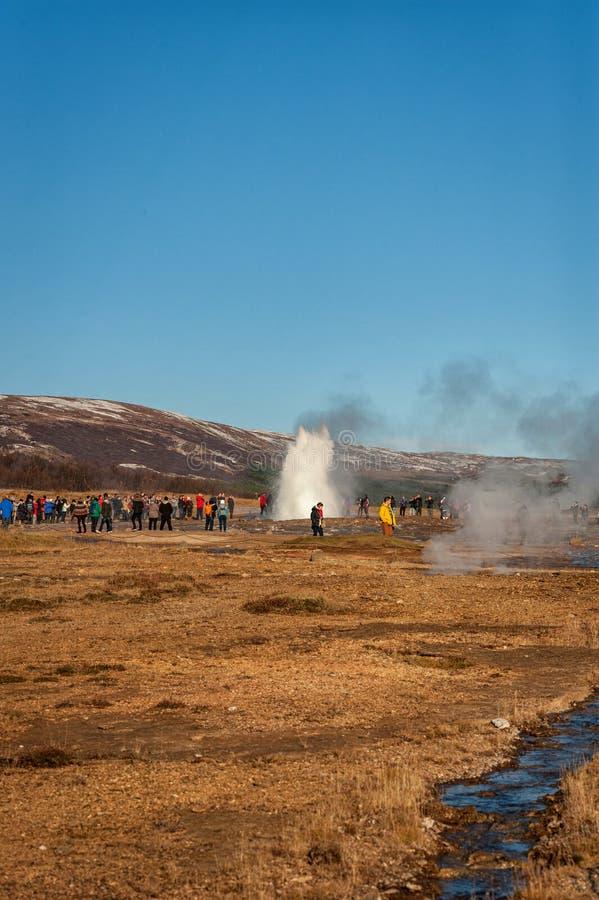 GEYSIR, REYKJAVIK - 21 DE OCTUBRE DE 2014: Strokkur Geysir Uno de la mayoría del lugar popular en Islandia imagenes de archivo