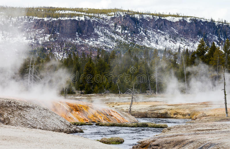 Geysire stellen Wasserfälle in den Firehole Fluss her lizenzfreie stockbilder