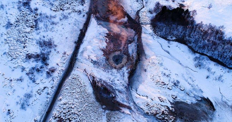 Geysirlandschaft in der Vogelperspektive stockbilder