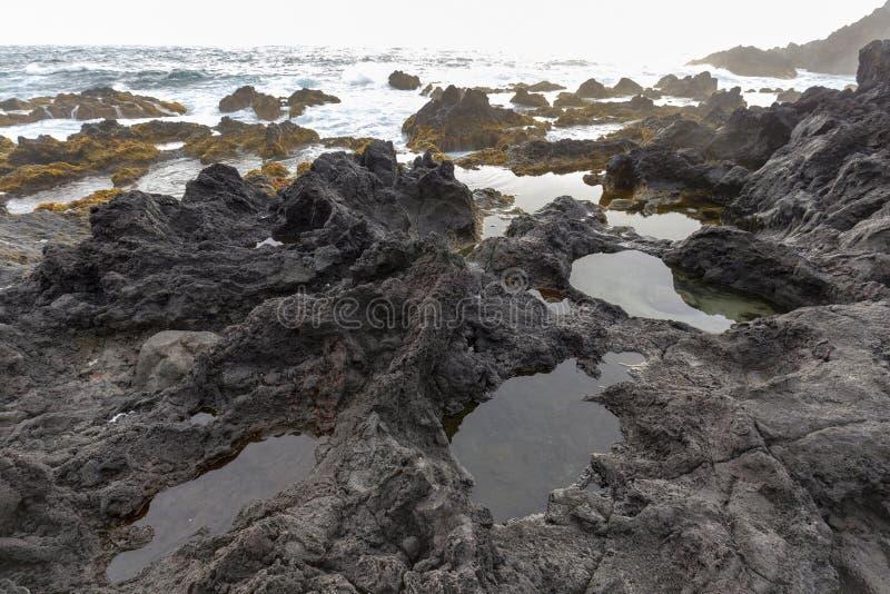 Gezeiten-Pools in den Azoren stockfotos