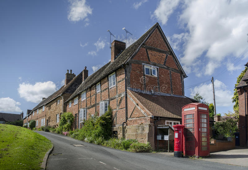 Gezellig ouderwetse charmante Britse dorpsscène royalty-vrije stock foto
